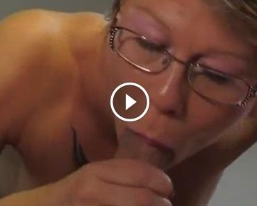 Pic of porn girl kiss penis